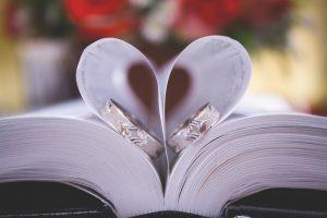 Vestuviniai žiedai – patys svarbiausi vestuvių simboliai